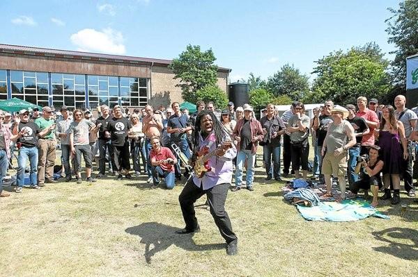 02.06.2009 - Roots-Blues mit dem stampfenden Waschzuber-Bass