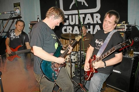 Schöppinger Eigengewächs: die Formation ?Guitar Crasha? in Aktion. Foto: (Verena Barkling)