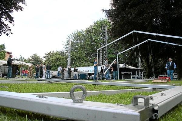 30.05.2009 - Beim Aufbau hat keiner den Blues